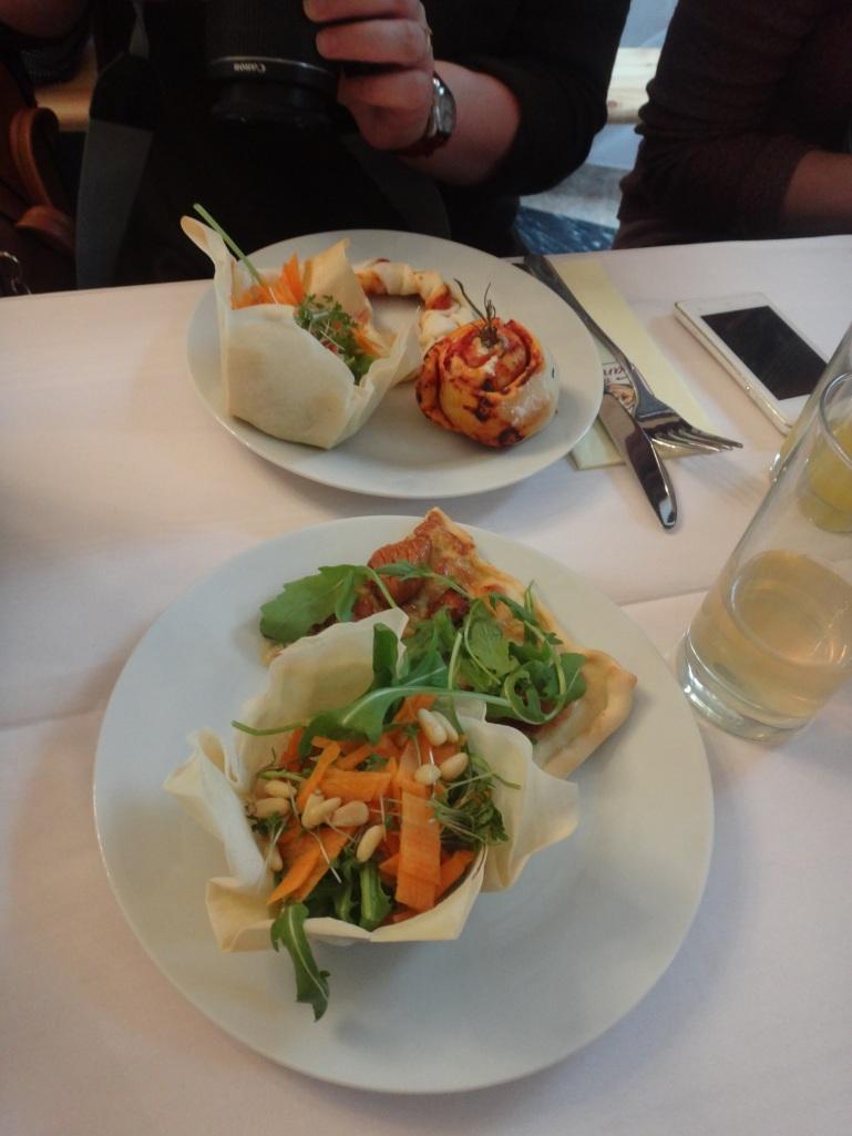 salatschüsselchen mit gorgonzola-feigen tarte