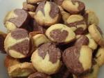 marmorierte schwarz-weiß kekse