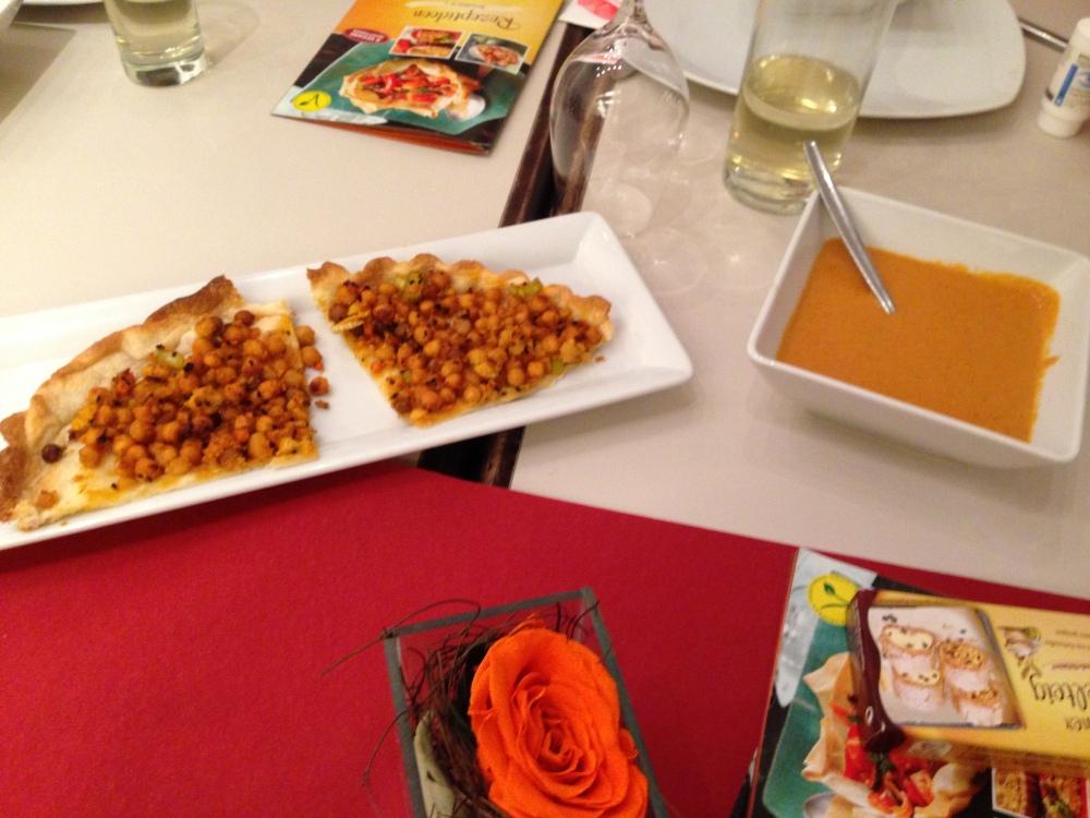 kichererbsentarte mit tomatenkokossauce