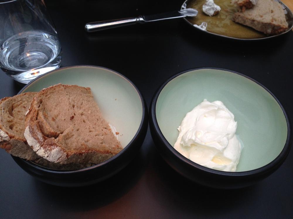 jospeh brot mit aufgeschlagener butter