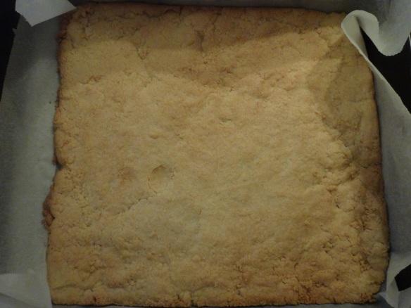 vorgebackener mürbteigboden mit kokosmehl