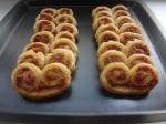 pikante schweinöhrchen mit tomaten und kräutern