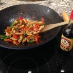 asiatisches stir fry mit kikkoman wok sauce