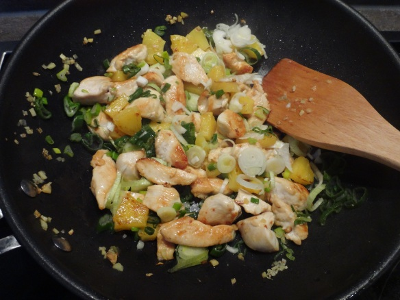 asiatisches-stir-fry-mit-ananas