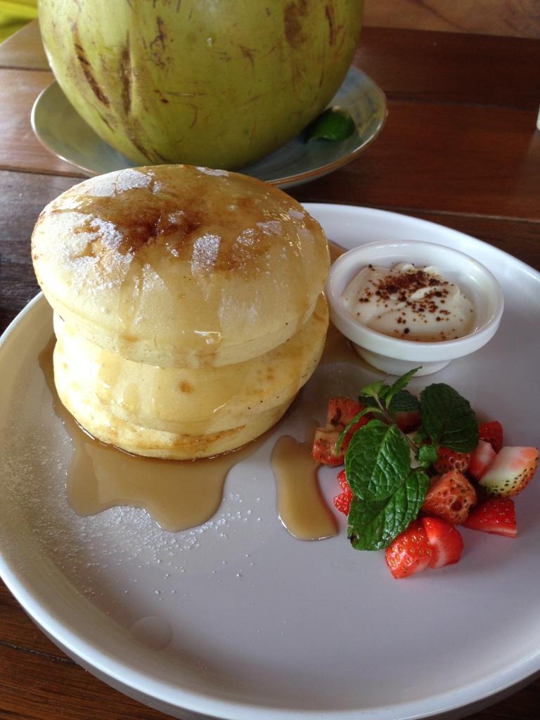 griddle cakes mit ricotta und gebackener mango